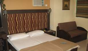 Find cheap rooms and beds to book at hotels in Breach Candy, Mumbai