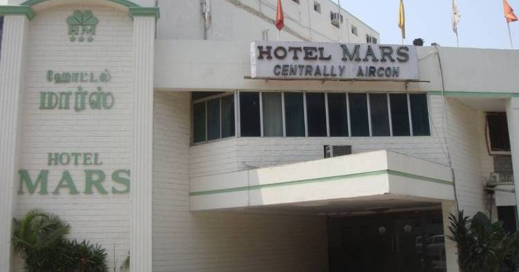 Make cheap reservations at a hotel like Hotel Mars